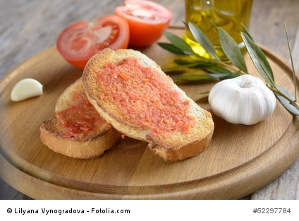 Pan con tomate: Brot, Olivenöl, Knoblauch und Tomate